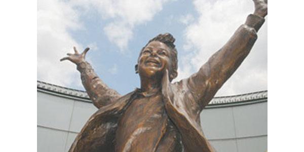 The Winner  Glenna Goodacre Bronze Site: Virginia Living Museum, 524 J. Clyde Morris Boulevard